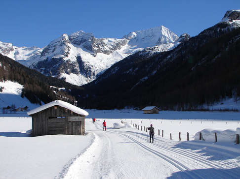 Cross-country skiing at Riva di Tures.